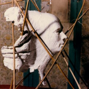 MASCARA. ENIGMA 1 - 1987 - PAPEL HECHO A MANO SOBRE MOLDE Y RAMAS DE JUNCOS - 0,90 m x 0,80 m x 0,70 M